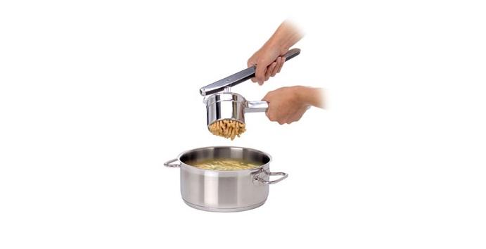 Куриный суп с пассателли (картофелемялка/пресс для теста Tescoma)